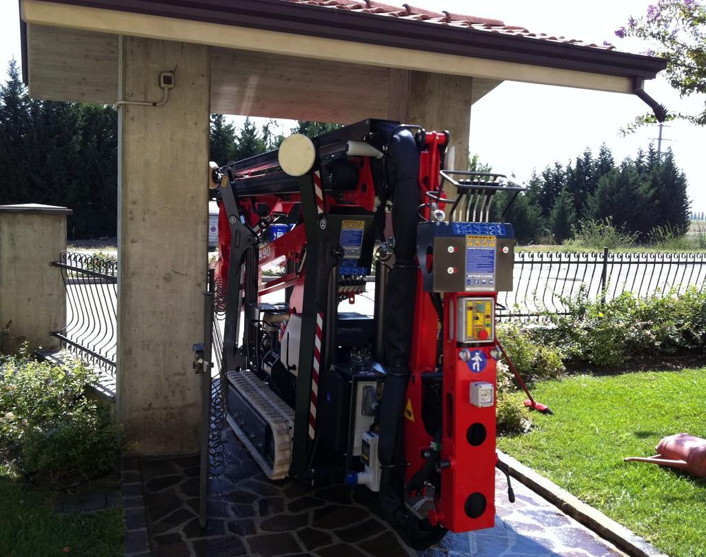 意大利Platform Basket蜘蛛车,宽度不到一米的门也能进去。